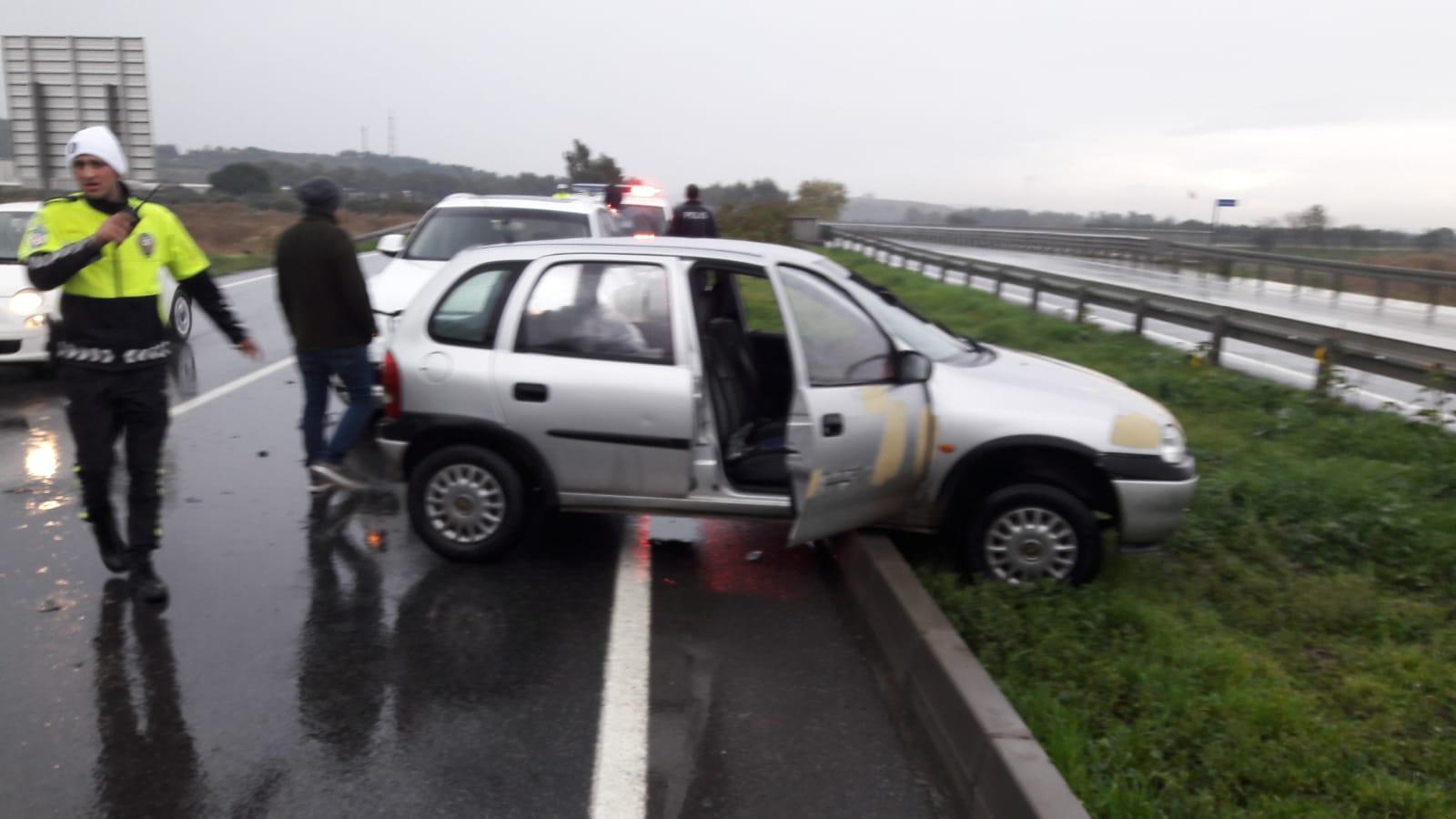 Aliağa'da Trafik Kazası;2 yaralı