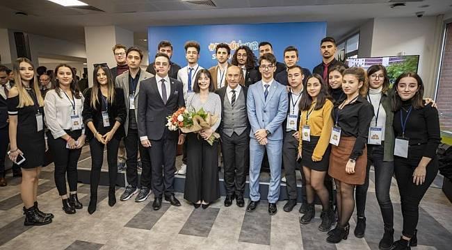Başkan Soyer üniversite öğrencileriyle buluştu