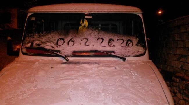 Aliağa'nın yüksek kesimlerine kar yağdı