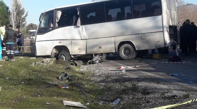 Bergama'da işçi servisi ile TIR çarpıştı: 4 ölü, 8 yaralı