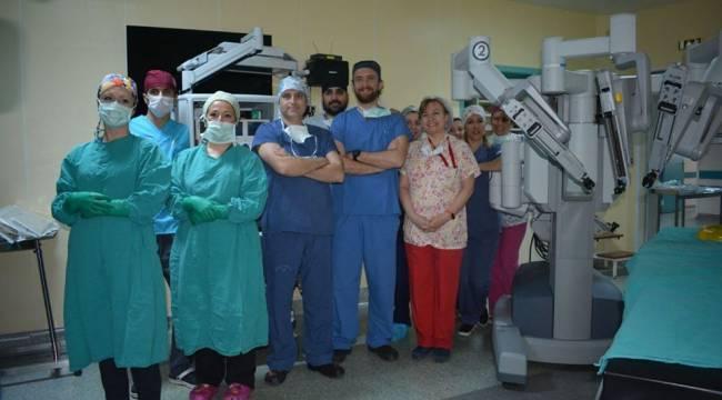 Ege'de 8 Yaşındaki Erkek Hastaya Başarılı Robotik Operasyon