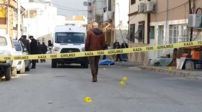 İzmir'deki husumetlisini bıçaklayarak öldüren şahıs yakalandı