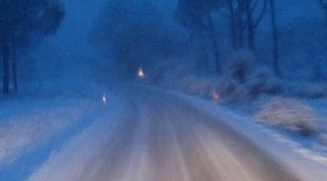 Menemen ,Aliağa ve Bergama'nın yüksek kesimlerine kar yağdı