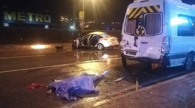 Minibüse çarparak takla atan otomobil sürücüsü öldü
