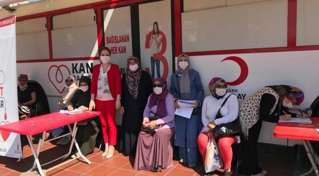 AK kadınlardan kan bağışı etkinliği