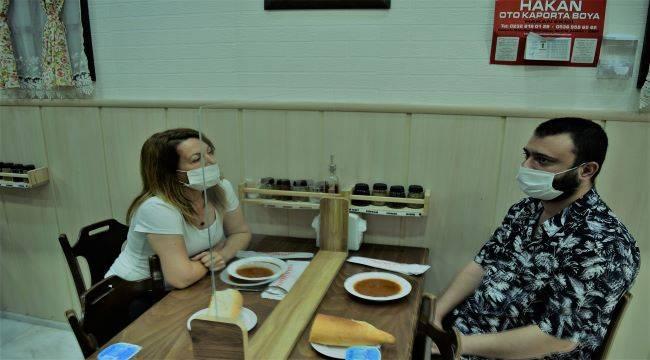 Aliağa'daki lokantada ilginç korona önlemi