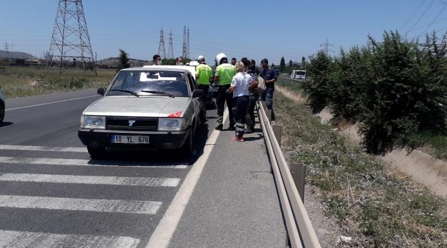 Aliağa'da aynı yönde giden araç çarpıştı :2 yaralı