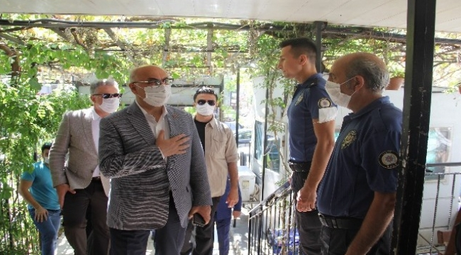 İzmir Valisi Köşger, polislerle bayramlaştı
