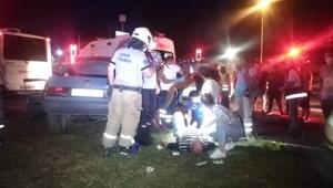 otomobil ile belediye otobüsü çarpıştı, 6 kişi yaralandı
