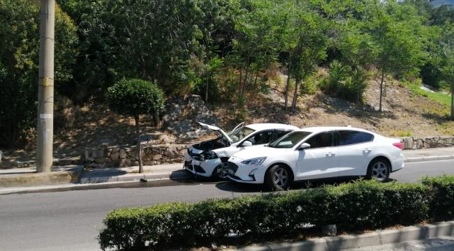Aliağa'da Trafik kazası ; 2 kişi yaralandı