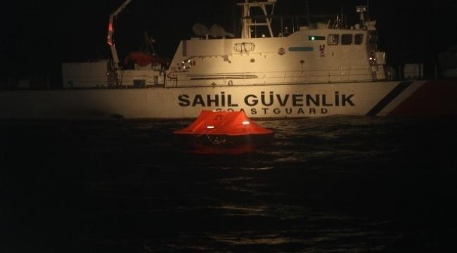 Foça'da 11 sığınmacı kurtarıldı