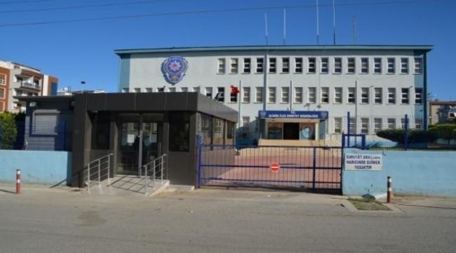 İzmir'de helikopter destekli düzenlenen tefeci operasyonunda 15 zanlı gözaltına alındı.