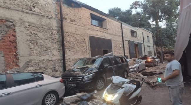 5 araç çöken duvarın altında kaldı