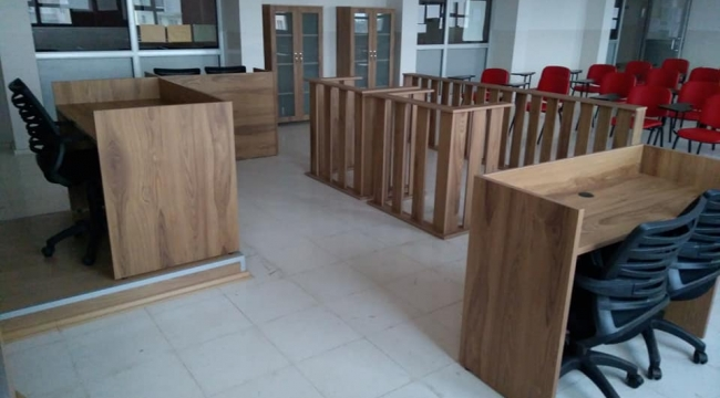 Aliağa'da bir okulda mahkeme salonu kurdular