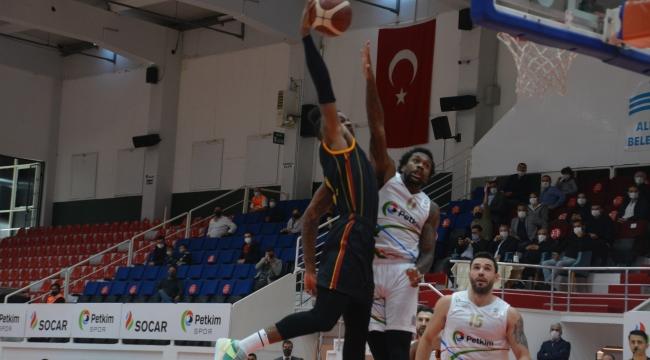 Aliağa Petkim Spor kendi sahasında Galatasay'ı 19 sayı farkla yendi.