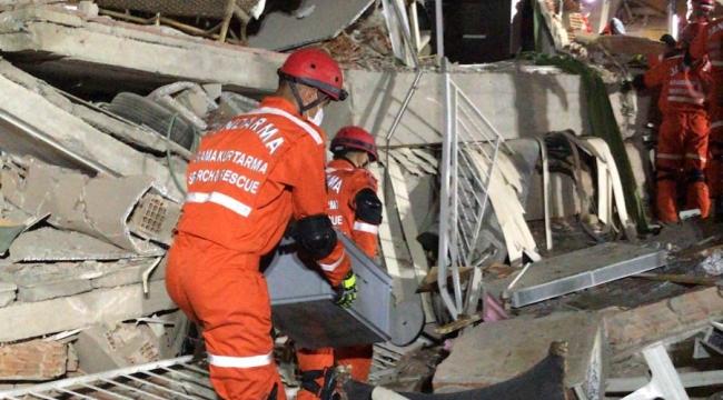 Depremde enkaz altında kalan bir kişi daha kurtarıldı