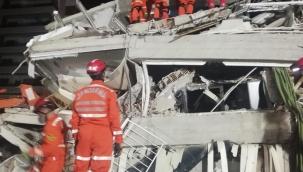 Jandarma arama kurtarma ekipleri enkaz bölgelerinde