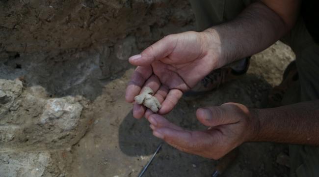 """8200 yıl öncesine ait """"Ana Tanrıça"""" heykelciği bulundu"""