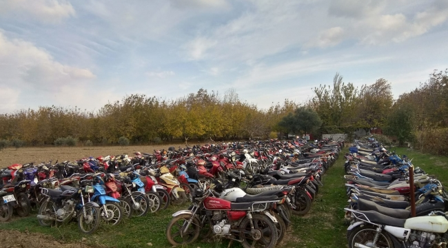 Kınık'da Plakasız Ve Eksik Evraklı Motosikletler Toplanıyor.