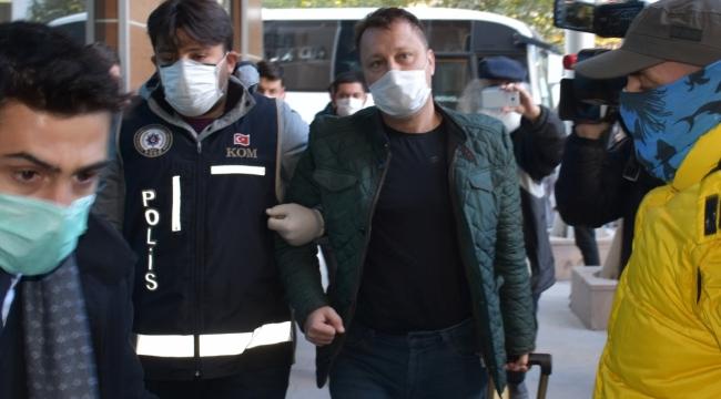 Menemen Belediye Başkanı Serdar Aksoy'un da aralarında bulunduğu 11 kişi tutuklandı, 9 kişi ise adli kontrol şartıyla serbest bırakıldı.
