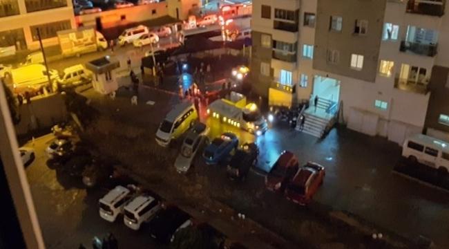 İstinat duvarı çöktü, 20 araçta hasar oluştu