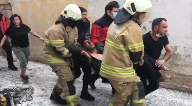 Alevlerin içinde kalan hurdacıyı itfaiye kurtardı
