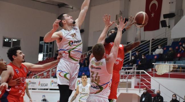 Aliağa Petkim Spor : 72– Bahçeşehir Koleji : 77