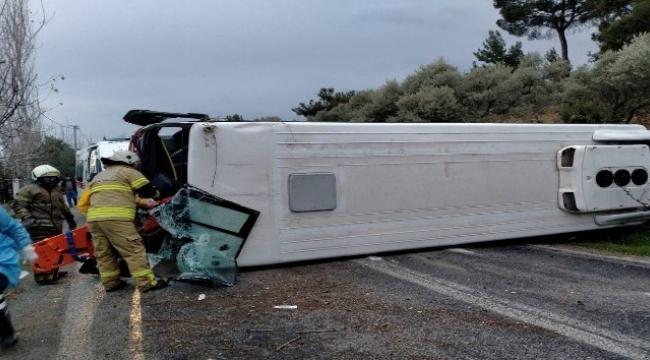 Belediye servis aracı kaza yaptı: 4 yaralı