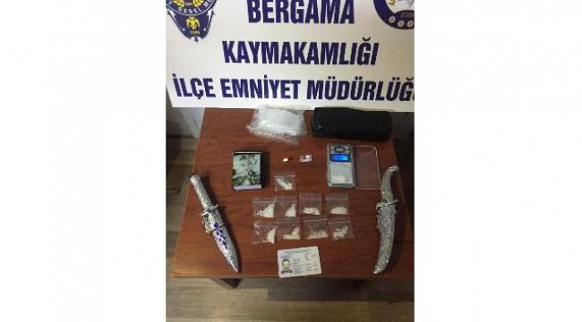 Bergama'da bir kişinin evinde uyuşturucu maddeler ele geçirildi