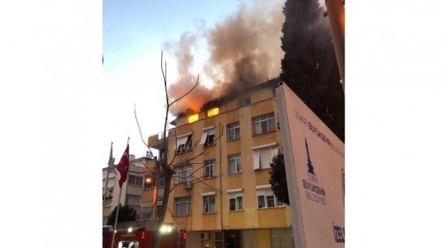 İzmir'de Bir Binanın Üst Katında Yangın Çıktı