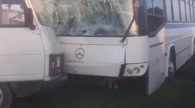 Menemen'de işçi servis otobüsü ile yolcu minibüsü çarpıştı:4 Yaralı