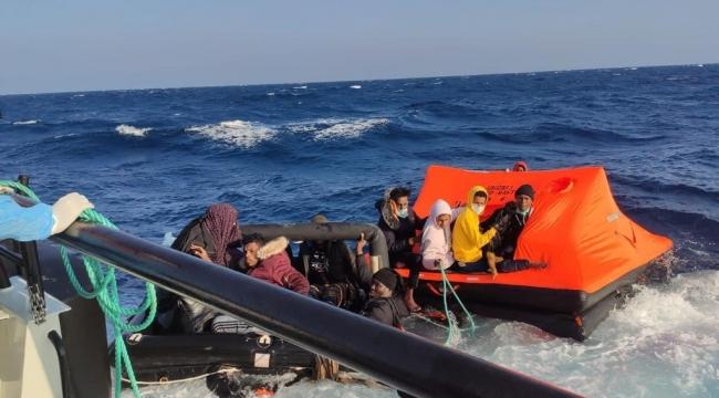 Foça'da Yunan unsurlarınca geri itilen 31 düzensiz göçmen kurtarıldı