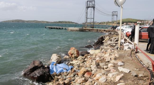 Foçada Kayıp Emekli Bekçinin Cesedi Denizde Bulundu