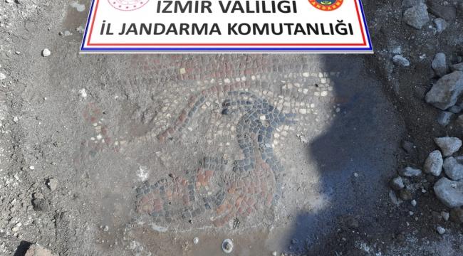Aliağa'da kaçak kazı operasyonunda bin 500 yıllık mozaik ve manastır bulundu