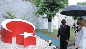 Jandarma'dan DEÜ'ye Anlamlı Emanet