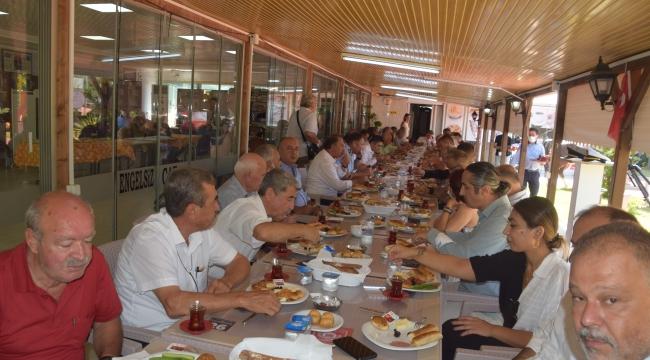 Aliağa'da Mülki Erkan ve Vatandaşlar Engelsiz Kafe'de Bayramlaştı