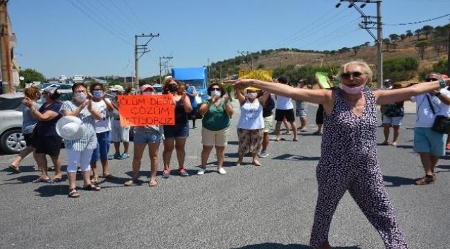 Dikili'de yol isyanı: Trafiğe kapatıp önlem alınması çağrısı yaptılar