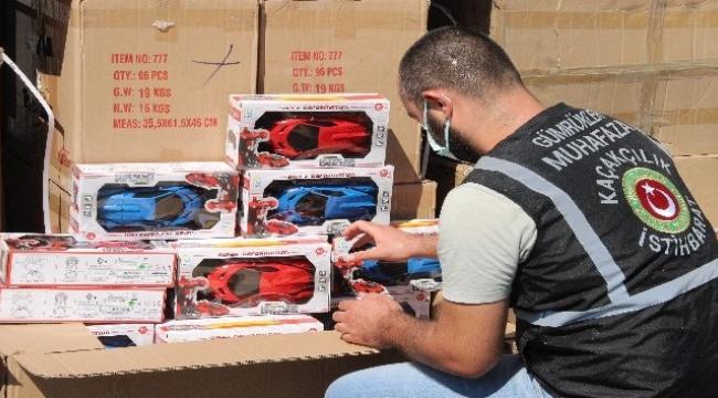 İzmir'de 10 bin 330 adet gümrük kaçağı oyuncak ele geçirildi